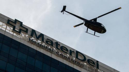 Neymar salió del hospital en un helicóptero tras ser operado del pie