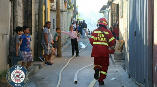 Video: Incendio forestal amenaza a viviendas de la zona 13