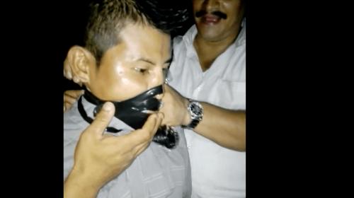 Video: Alcalde de Patulul ríe mientras tortura a un joven