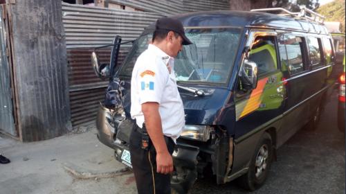 Bus escolar choca y deja varios estudiantes con heridas