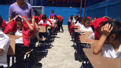 ¡Cuidado con los niños! Mineduc alerta a colegios por rayos del sol