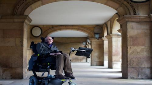 La teoría de Stephen Hawking para lanzar el penalti perfecto