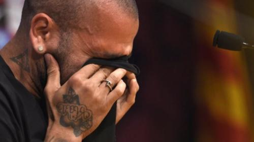 Dani Alves está hundido, lloró al hablar con el técnico de Brasil