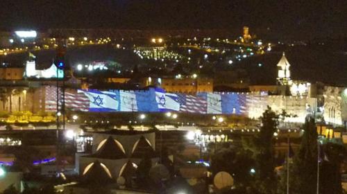 Iluminan con bandera de Guatemala muros de Ciudad Vieja de Jerusalén
