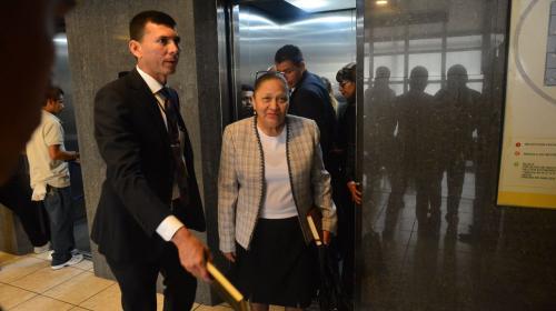 Nueva Fiscal llega al MP en su propio auto y usa elevadores públicos