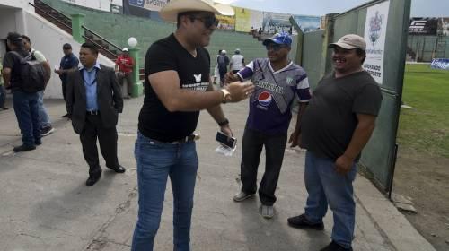 Alcalde Neto Bran traslada su oficina al estadio