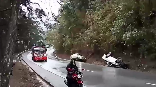Video: así derrapó un carro y una moto en ruta a la Antigua