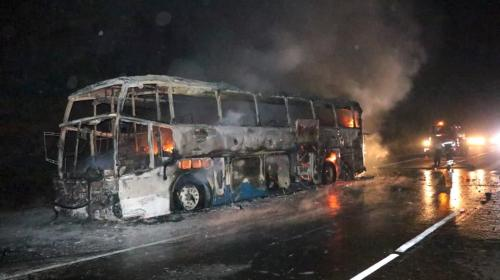 Video: así se incendió un bus en Palín, Escuintla