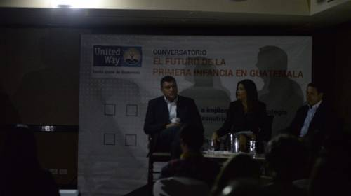 Video: apagones interrumpen foro de candidatos a Vicepresidente