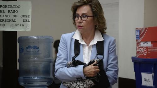 Jueza ordena que Presidios no coloque grilletes a Sandra Torres