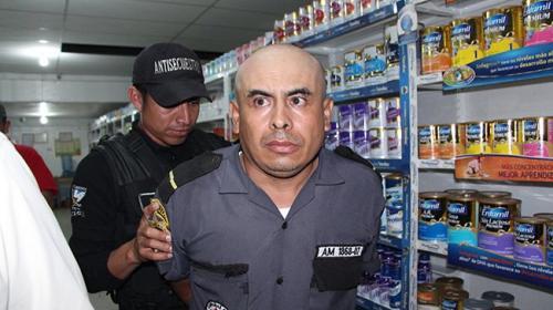 Asesino convicto y perturbado: guardia privado tenía antecedentes