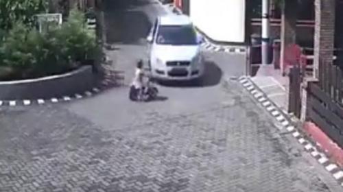 Una niña sobrevive a un impactante accidente vial y cámara lo graba
