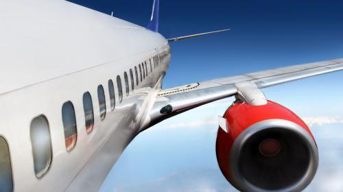¿Sabes por qué las ventanas de los aviones son ovaladas?