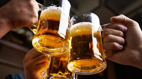 El empleo soñado: 5 mil dólares mensuales por viajar y beber cerveza