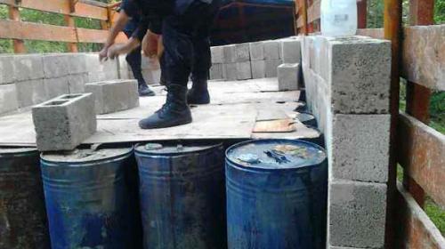 Decomisan 220 toneles con precursores químicos en ruta a Petén