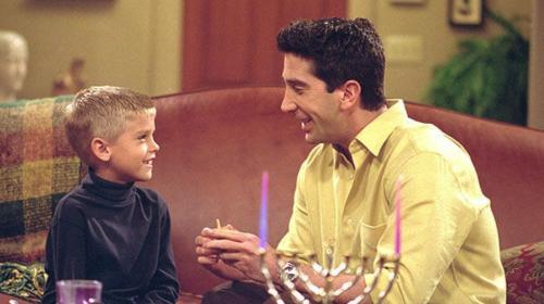 ¿Te recuerdas de Ben, el hijo de Ross en Friends? Así luce ahora