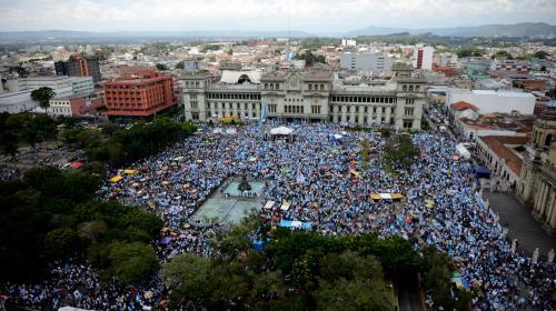#Paro27A: 70 mil personas piden la renuncia de Otto Pérez en la Plaza