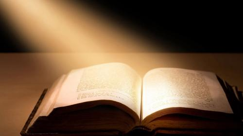 ¿Diputado o profeta? Promueve lectura de la Biblia por decreto