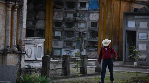 Clausuran Cuadro 23 de Cementerio General por derrumbes