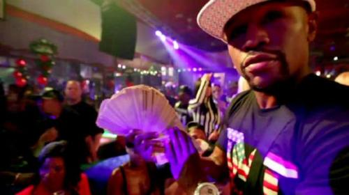 Video: Floyd Mayweather regaló US$35 mil a un grupo de strippers