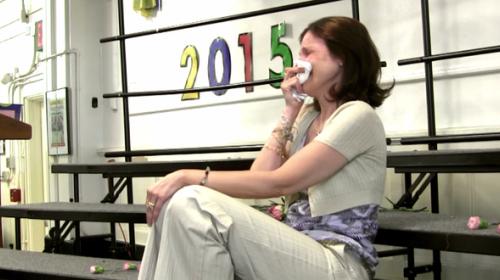 Conmovedor video niños cantan y alientan a su maestra con cáncer