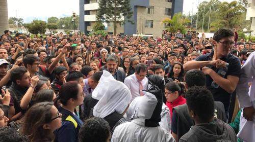 Universitarios rechazan la presencia de encapuchados en el CUM