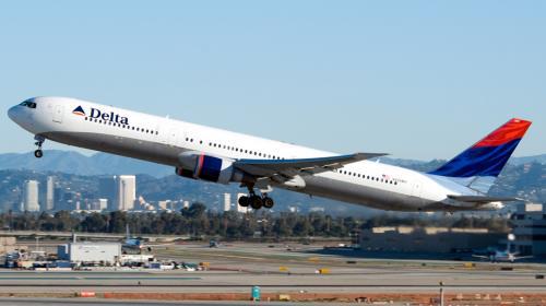 Delta, otra aerolínea que recorta sus vuelos a Venezuela