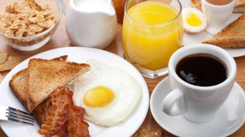 Polémica: un científico asegura que el desayuno es peligroso