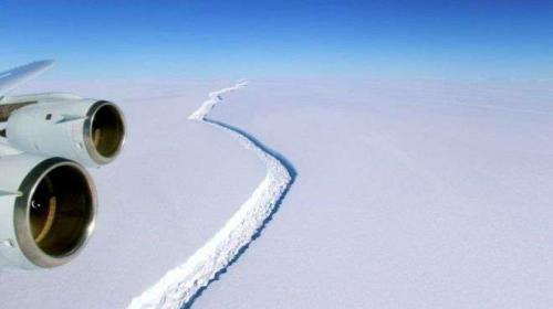 Científicos alertan por preocupante grieta en la Antártida