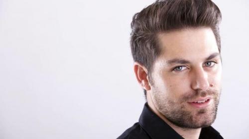 Asesinan al actor y presentador de E! Entertainment, Renato López