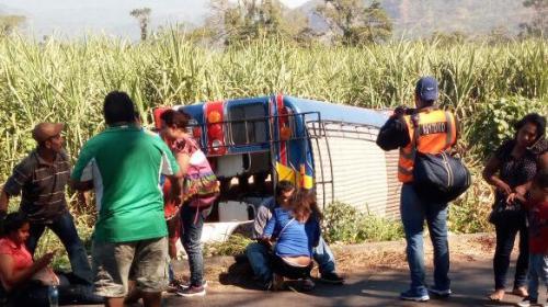 Varios heridos por autobús volcado en la ruta hacia el Pacífico