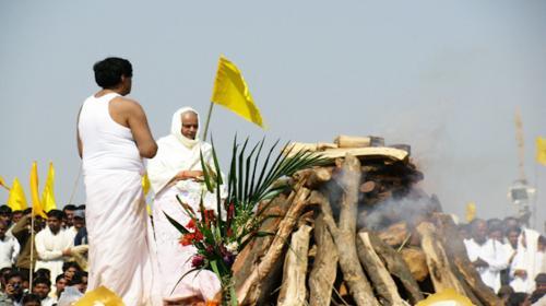"""¡Insólito! Un hombre """"resucitó"""" durante su propio funeral en la India"""
