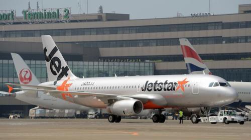 Tras dar a luz en un avión madre le pone el nombre de la aerolínea