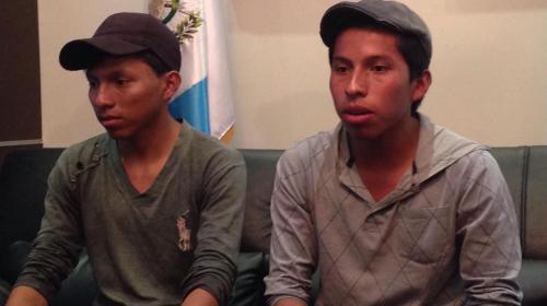Jóvenes lustradores conmueven en redes y obtienen becas universitarias
