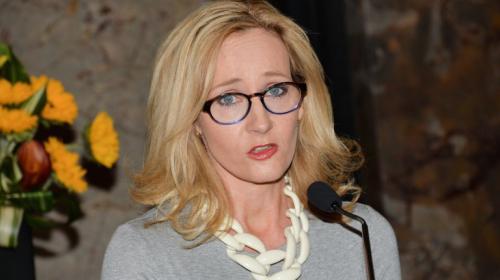 Autora de libros de Harry Potter se indigna por tragedia en Guatemala