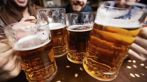 Según estudio, consumir cerveza previene el Alzheimer y el Parkinson