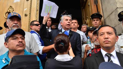 """En día clave, Joviel sale con """"sus"""" maestros en manifestación"""