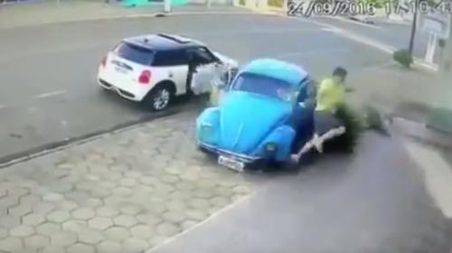 Video: Joven se salva de morir en un accidente de tránsito