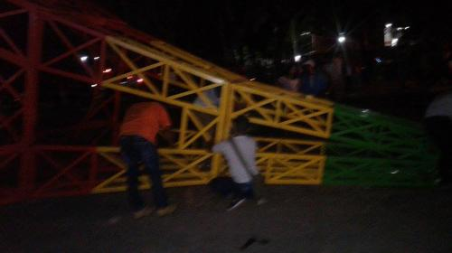 Juego mecánico se desploma en una feria de Izabal