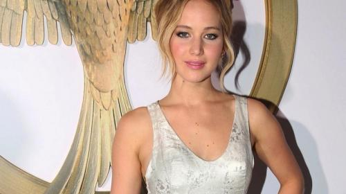 Jennifer Lawrence exhibe con orgullo a su jugoso... ¡guardaespaldas!