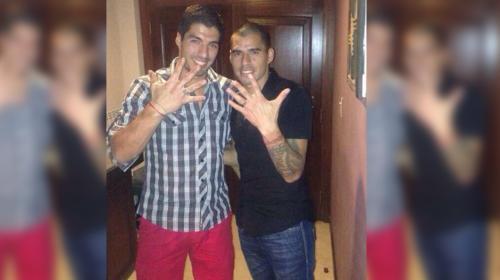 """Barcelonista Luis Suárez también festeja la """"Quinta"""" de los Cremas"""