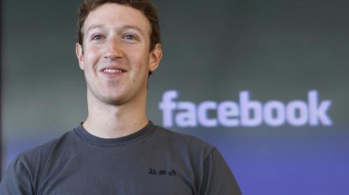 Mark Zuckerberg, acusado de fraude por un vecino