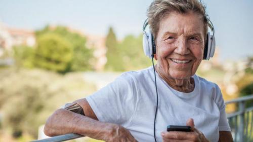 Sentirse más joven prolonga la vida, según estudio