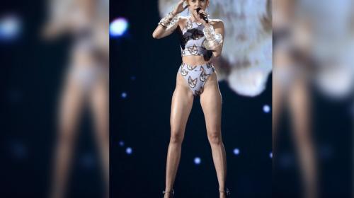 """Miley Cyrus sorprende en la Semana de la Moda con su """"topless"""""""