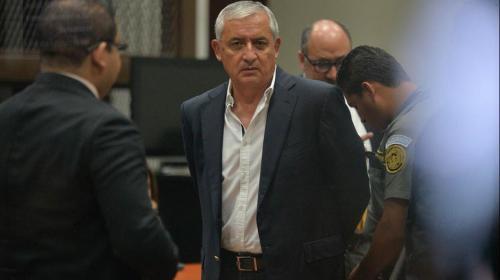 Otto Pérez se queda sin helicópteros, juez decide que pasen al Estado