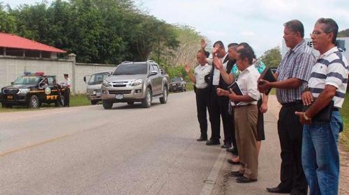 Agentes de la PNC oran por conductores en carreteras
