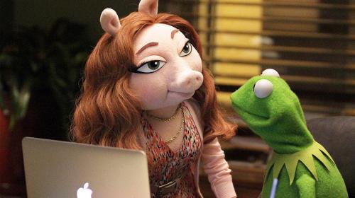 La rana René tendría nueva novia a un mes de terminar con Miss Piggy