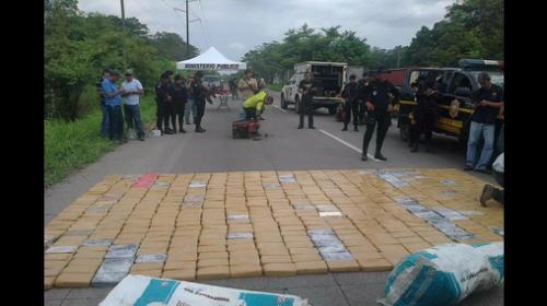 Decomisan posible cargamento de cocaína en ruta a Puerto Quetzal