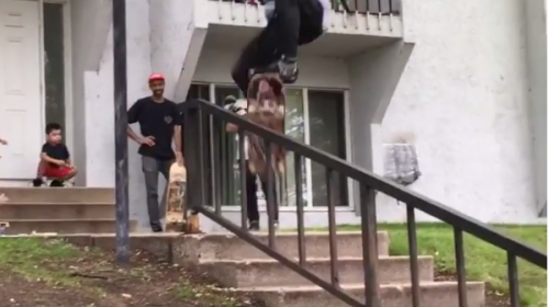 Video: Skater se salva de ser atropellado tras acrobacia