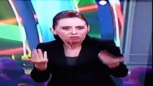 """Intérprete de lenguaje de señas traduce """"La Macarena! y se hace viral"""